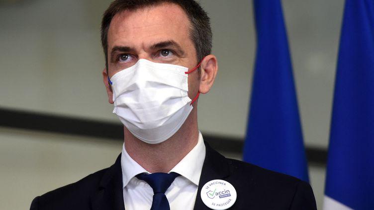 Le ministre de la santé Olivier Véran, le 24 juin 2021 à Mont-de-Marsan (Landes). (GAIZKA IROZ / AFP)