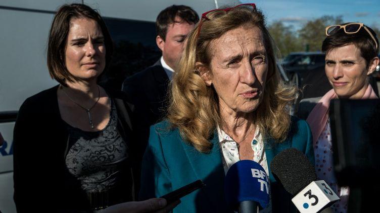 """La ministre de la Justice, Nicole Belloubet, le 25 octobre 2019, lors d'une visite à la prison de Saint-Quentin Fallavier (Isère), où elle a assisté à la restitution d'un""""Grenelle contre les violences conjugales""""régional, mené par les députéesCaroline Abadie et Olga Givernet (au second plan). (NICOLAS LIPONNE / NURPHOTO / AFP)"""