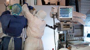 Le service de réanimation de l'hôpital Saint-Marie à Paris. (ALEXIS SCIARD / MAXPPP)