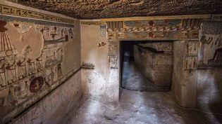L'entrée d'une tombe récemment mise au jour dans la province de Sohag (Egypte), le 5 avril 2019.  (Khaled Desouki / AFP)