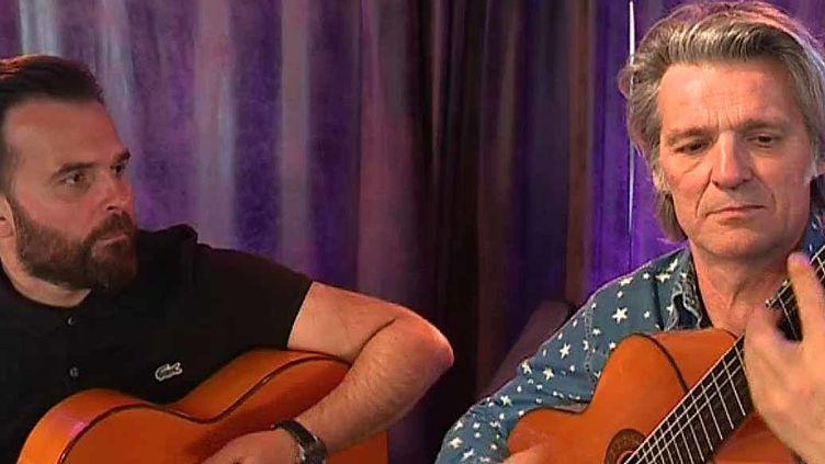 """Yvan Le Bolloc'h prépare un troisième album avec """"Ma guitare s'appelle reviens"""", son groupe de rumba flamenca.  (France 3 Culturebox)"""