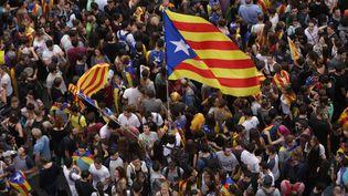 Manifestation pour l'indépendance de la Catalogne, à Barcelone, le 3 octobre 2017. (ALBERT LLOP / ANADOLU AGENCY)