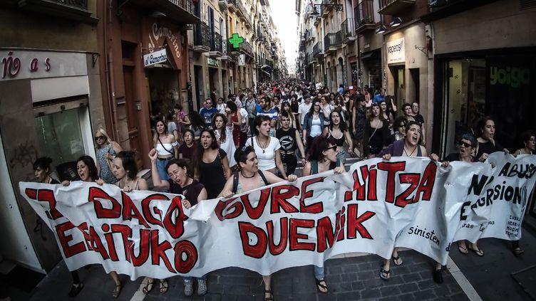 Une manifestation à Pampelune (Espagne) après lamise en liberté d'agresseurs disculpés de viol, le 21 juin 2018. (EDUARDO SANZ NIETO / CROWDSPARK)