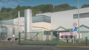 Le ministre de la Santé a annoncé jeudi 2 juillet que plus de 200 clusters avaient été identifiés depuis le début du déconfinement, mais que les zones d'activité du virus restaient cantonnées à des lieux précis,à l'image d'un abattoir porcin de Laval (Mayenne). (FRANCE 2)