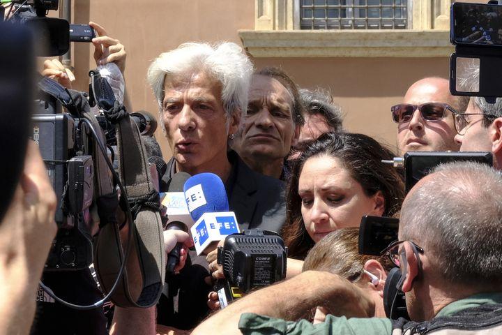 Le frère d'Emanuela Orlandi, Pietro Orlandi, répond aux journalistes à proximité du Cimetière teutonique au Vatican (Italie), le 11 juillet 2019. (ANDREAS SOLARO / AFP)
