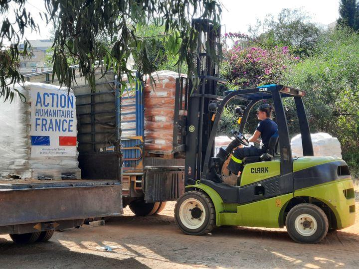 L'aide humanitaire française est entreposée à l'hippodrome de Beyrouth. (Aurélien Colly / RADIOFRANCE)