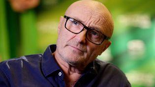 Le chanteur britannique Phil Collins répond à une interview, le 21 novembre 2013, à Stuttgart (Allemagne). (BERND WEISSBROD / DPA / AFP)