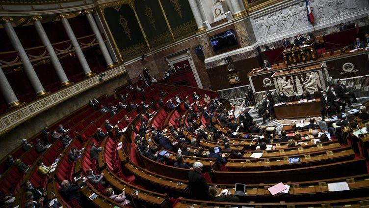 L'hémicycle de l'Assemblée nationale, mardi 6 octobre 2020. (CHRISTOPHE ARCHAMBAULT / AFP)