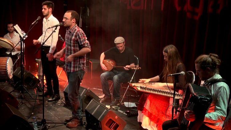 Kazut de Tyr au Studio de l'Ermitage à Paris le 16 mars 2017 pour les 10 ans du label Hirustica  (Capture d'écran Youtube)