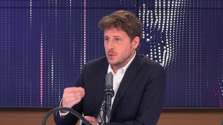 """Julien Bayou,secrétaire national d'Europe Écologie-Les Verts était l'invité du """"8h30 franceinfo"""", dimanche 9 mai 2021. (FRANCEINFO / RADIOFRANCE)"""
