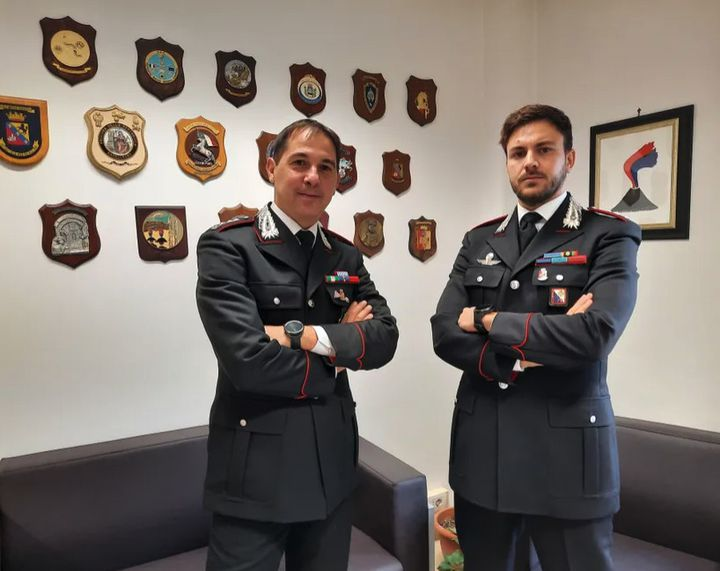 Le colonel Bruno Capece et le capitaine Alessandro Bui des Carabiniers de la province de Vibo Valentia ont participé à l'opération Rinascita Scott en décembre 2019. (BRUCE DE GALZAIN / RADIO FRANCE)