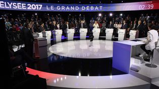 Les onze candidats à l'élection présidentielle, lors d'un débat télévisé, le 4 avril 2017 à La Plaine Saint-Denis (Seine-Saint-Denis). (POOL NEW / X80003 / REUTERS)