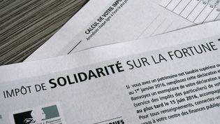 Feuille d'impôt de solidarité sur la fortune. (DAMIEN MEYER / AFP)