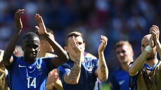 Les joueurs de l'équipe de France Blaise Matuidi, Lucas Digne et Christophe Jallet lors du huitième de finale des Bleus contre l'Irlande, le 26 juin 2016 à Lyon. (FRANCK FIFE / AFP)