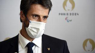 Le président du Comité d'organisation des JO de Paris 2024, Tony Estanguet, assiste à un point de presse, le 20 juillet 2021, à Tokyo (Japon). (HERVIO JEAN-MARIE / KMSP)