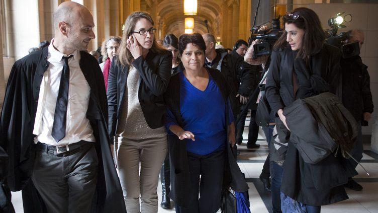 Natalia Baleato, directrice de la crèche Baby Loup (au centre), le 17 octobre 2013 au palais de justice de Paris. (  MAXPPP)