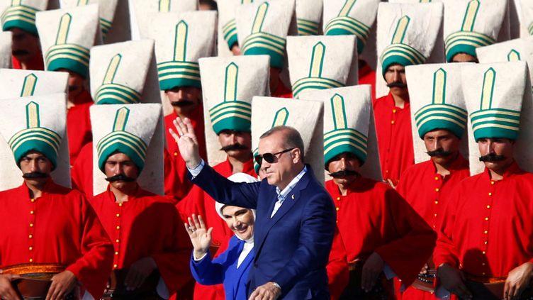 Le président Recep Tayyip Erdogan et son épouse Emine durant descélébrations pour le 563e anniversaire de la conquête d'Istanbul par les Ottomans, le 29 mai 2016. (MURAD SEZER / REUTERS)