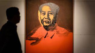 Portrait de Mao signé Warhol vendu aux enchères, mars 2017  (Anthony WALLACE / AFP)