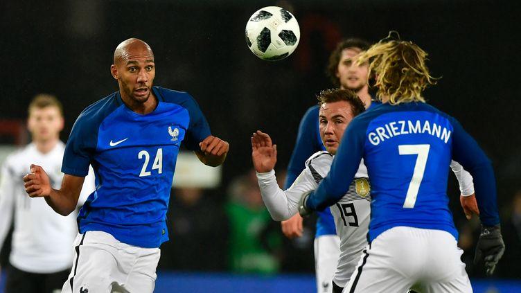 Steven N'Zonzi et Antoine Griezmann face à l'Allemagne. (JOHN MACDOUGALL / AFP)