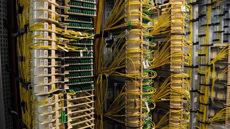 Le centre d'un réseau de fibre optique appartenant à Orange, à Paris, le 2 mars 2011. (WITT / SIPA)