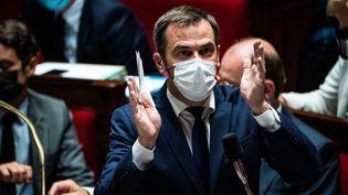 Le ministre de la Santé, Olivier Véran, à l'Assemblée nationale, le 13 juillet 2021. (XOSE BOUZAS / HANS LUCAS / AFP)