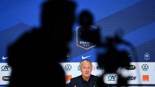 Didier Deschamps s'exprime en conférence de presse, le 18 mars 2021, au siège de la FFF, à Paris. (FRANCK FIFE / AFP)