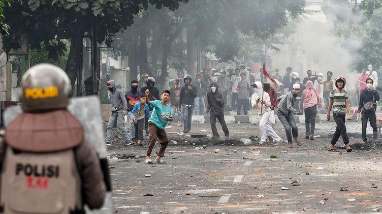 Manifestation, à Jakarta (Indonésie), le 22 mai 2019, au lendemain de la réélection du président Joko Widodo. (ANTON RAHARJO / ANADOLU AGENCY / AFP)