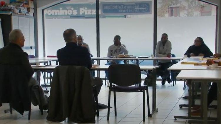 Jeudi 7 novembre, le Secours catholique a publié son rapport annuel sur la pauvreté. L'association prend en charge de plus en plus de personnes diplômées. (France 2)