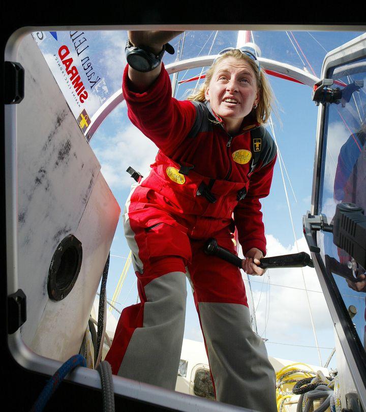 La navigatrice Karen Leibovici peu avant le Vendée Globe 2004, au large des Sables d'Olonne. (MARCEL MOCHET / AFP)