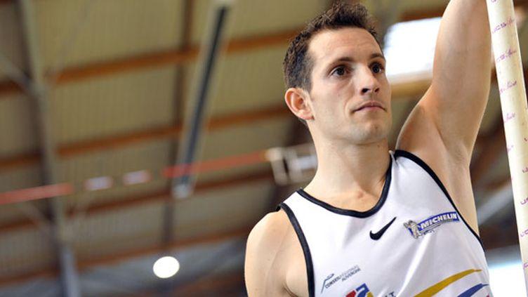 Renaud Lavillenie a établi la meilleur performance de l'année en passant une barre à 5m94