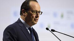 Le président de la République, François Hollande, lors de son discours d'ouverture de la COP21, au Bourget (Seine-Saint-Denis), le 30 novembre 2015. (ERIC FEFERBERG / AFP)