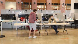 Un bureau de vote à Lille, dimanche 28 juin 2020. (FRANCOIS CORTADE / FRANCE-BLEU NORD)