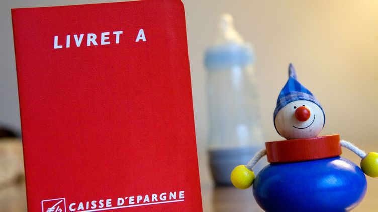 Il existe, en France, 60 millions de Livrets A, qui rassemblent plus de 190 milliards d'euros. (LOIC VENANCE / AFP)