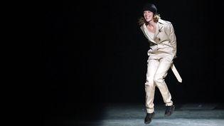 Johanna Senyk tout sourire à la fin d'un défilé de sa marque Wanda Nylon, le 2 mars 2016 à Paris  (Guillaume Horcajuelo / Epa / MaxPPP)