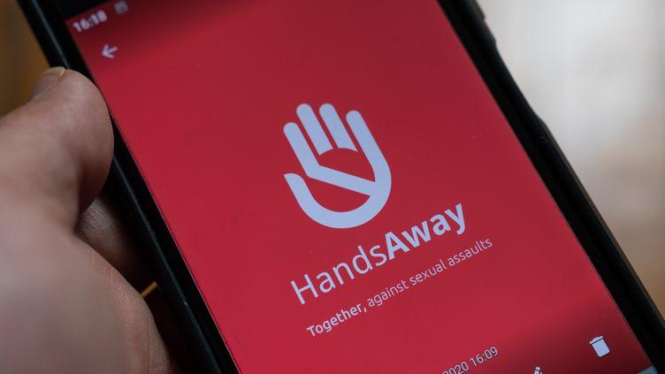 L'application Handsaway pour lutter contre le harcelement de rue, juin 2020 (photo d'illustration). (RICCARDO MILANI / HANS LUCAS)