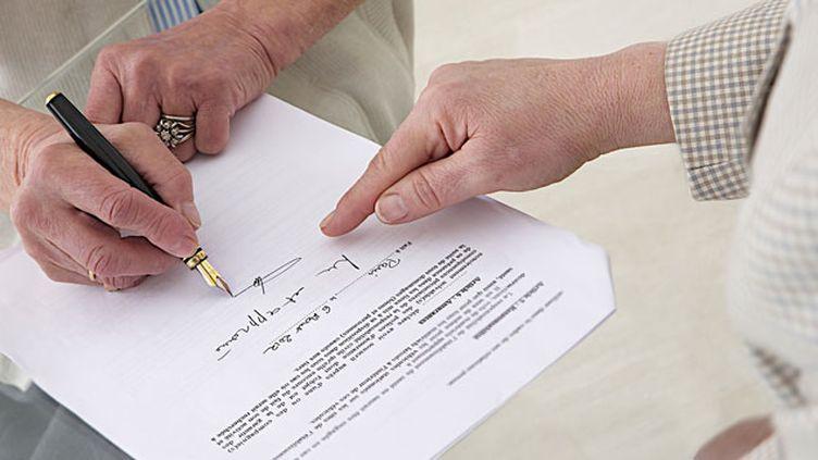 """(""""pour une vente on est sur une base de 150 à 300 pages de papier"""" © JPC-PROD / Fotolia)"""