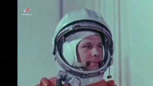 Lundi 12 avril, cela fera soixante ans que le Soviétique Youri Gagarine rentrait dans l'Histoire en devenant le premier homme dans l'espace. Retour sur cet épisode qui marque les débuts de la conquête spatiale en pleine guerre froide. (France 3)