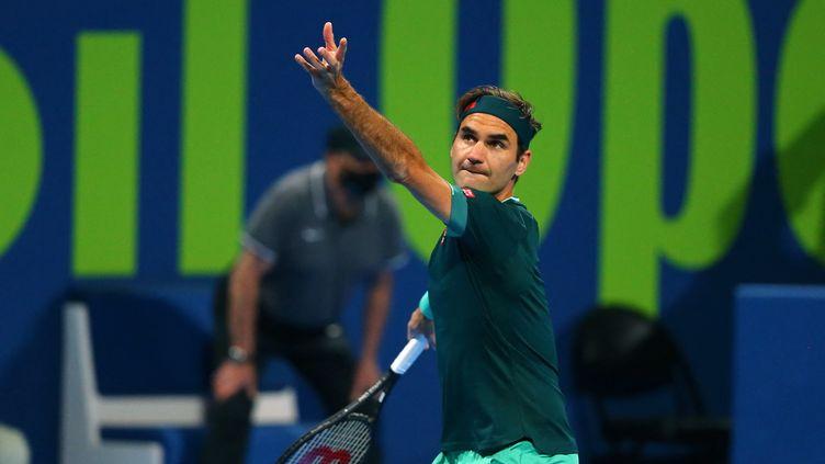 Roger Federer lors du deuxième tour du tournoi de Doha, mercredi 10 mars 2021. (SAMER AL-REJJAL / QATAR TENNIS FEDERATION)