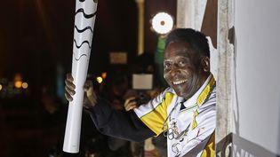 Pelé portant la flamme olympique, le 22 juillet 2016  (RIO 2016 / ANDRE LUIZ MELLO / RIO 2016 / ANDRE LUIZ MELLO / AFP)