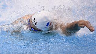 L'un des nageurs français du relais 4x100 m nage libre le 16 ai 216 aux championnats d'Europe de natation à Londres (Grande-Bretagne). (STEPHANE KEMPINAIRE / AFP)