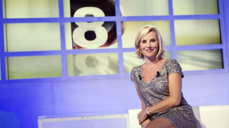 """Laurence Ferrari sur le plateau de la chaîne """"D8"""", dont elle est une des présentatrices vedettes. (LIONEL BONAVENTURE / AFP)"""
