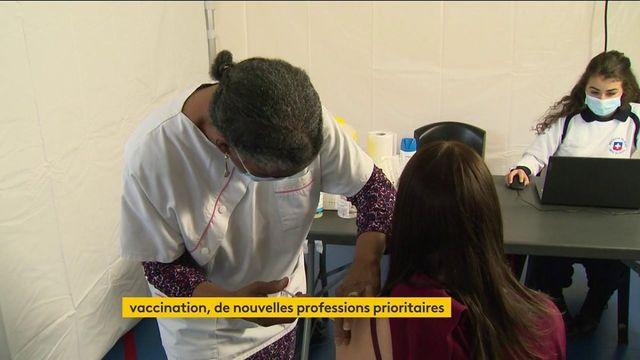 Covid-19 : la vaccination ouverte à de nouvelles professions prioritaires