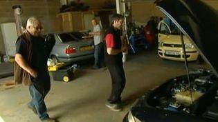 Dans le garage solidaire de l'association Mécatelier, à Montchanin (Saône-et-Loire). ( FRANCE 2 / FRANCETV INFO)