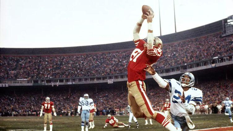 """Dwight Clark, receveur des San Francisco 49ers, lors de """"The Catch"""" contre Dallas en 1982"""