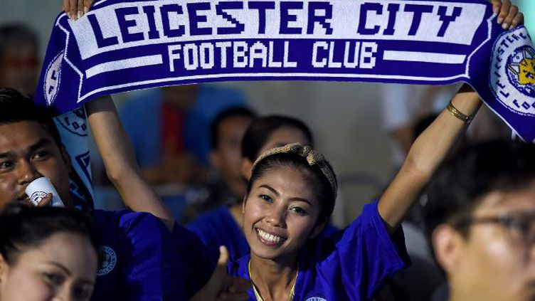 De plus en plus de supporters pour Leicester en Thaïlande. (CHRISTOPHE ARCHAMBAULT / AFP)