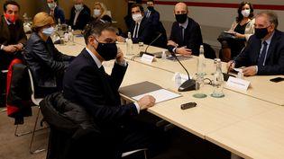 Les chefs de partis politiques assistent à une réunion de consultations présidée par Jean Castex, le 27 octobre 2020. (LUDOVIC MARIN / POOL / AFP POOL)