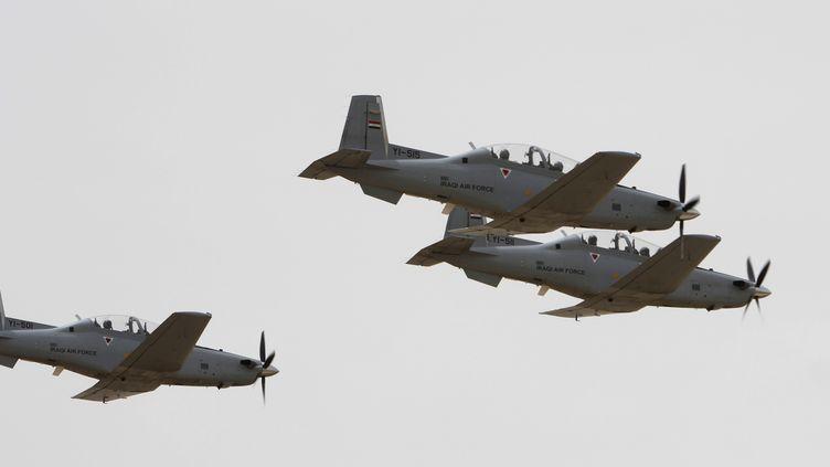 Des avions de l'armée irakienne, le 22 avril 2014, au-dessus de Bagdad (Irak). (REUTERS)