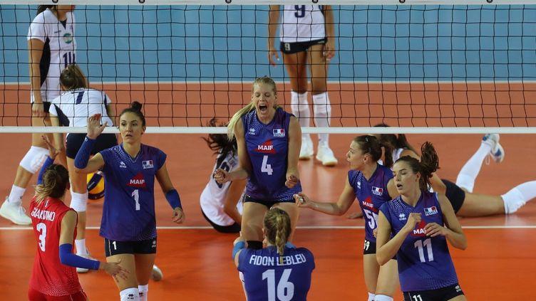 L'équipe de France de volley lors de l'Euro 2019, en Turquie. (ADEM ALTAN / AFP)