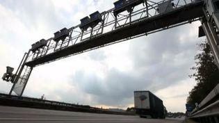Portique d'écotaxe sur une autoroute allemande - novembre 2013 capture d'écran ( FRANCE 2 / FRANCETV INFO)