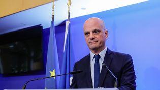 Le ministre de l'Education nationale, Jean-Michel Blanquer, lors d'une conférence de presse, le 13 mars 2020 à Paris. (THOMAS SAMSON / AFP)